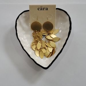NWT Beautiful Gold Tone 4inch Earrings.